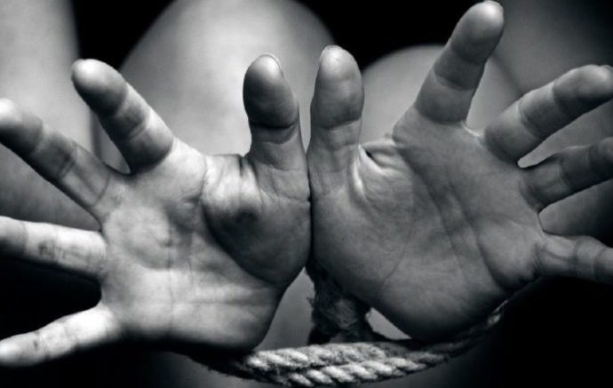 Violenze e negazione dei diritti: contro la tratta degli esseri umani. Oggi, sempre